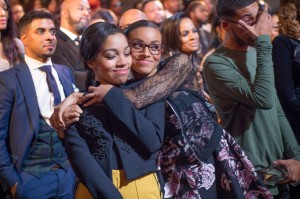 Sapp sisters hug